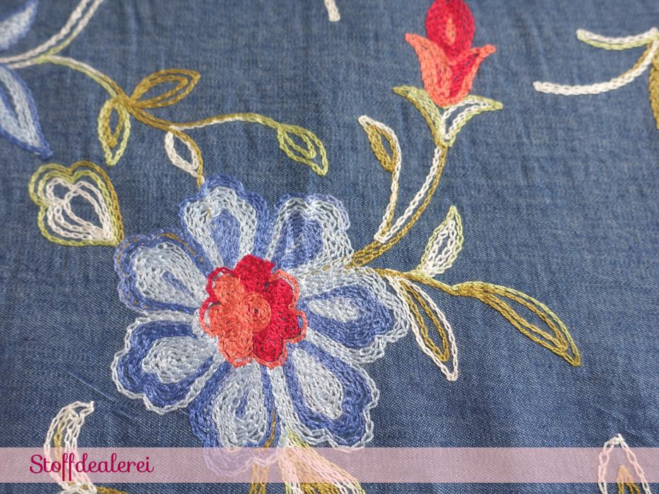 "Jeans ""Blumenranken"" Bordürenstickerei blau"