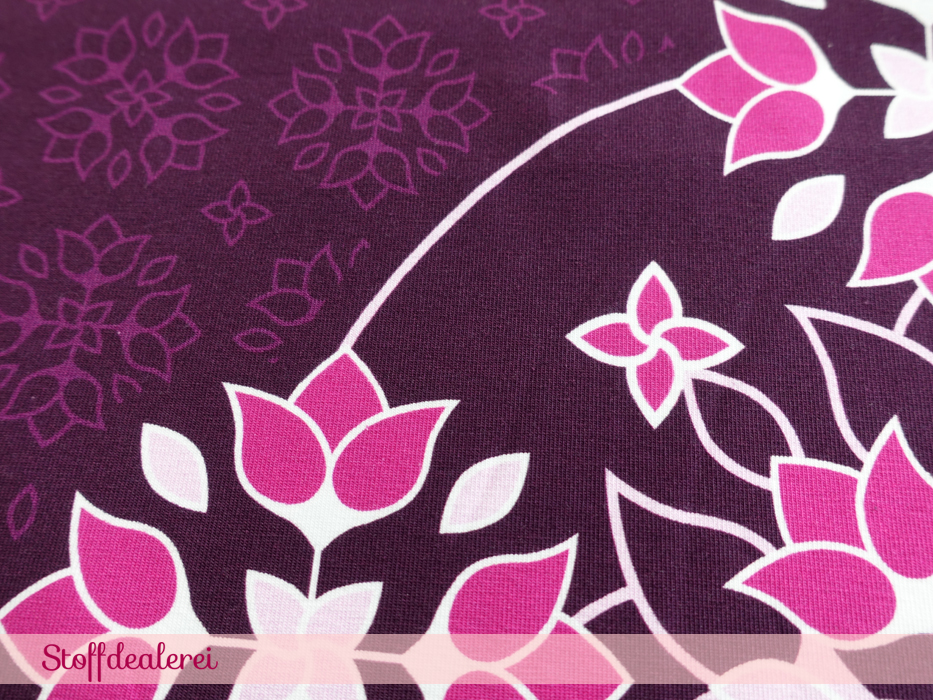 """Stretchjersey """"Big Floral Ornaments"""" beere"""